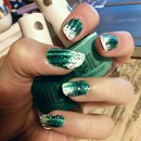Green wispy nail art with glitter