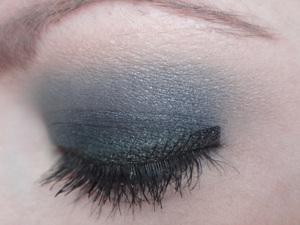For a step-by-step tutorial, visit: http://www.neutrakris.com/2012/04/get-look-dirty-sky.html