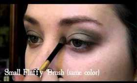 """""""""""Green and Gold Wreath Inspired Holiday Eyeshadow Tutorial"""