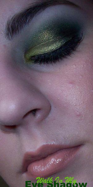 Smokey Green Kiwi Look