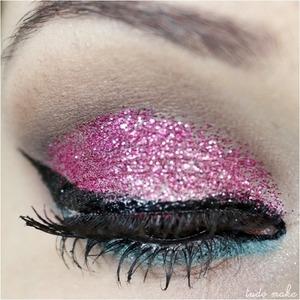 Os glitters da Dailus Color e seu efeito na maquiagem, vem ver > http://tudoorna.com/2013/06/04/glitter-da-dailus-color-e-seu-efeito-nas-maquiagens/