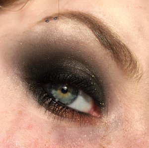Here I am bringing the draaaaamah, with deep green smokey eyes with a pinch of copper!  http://www.thaeyeballqueen.com/makeuplooks/dramatic-green-copper/