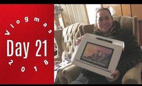Vlogmas Day 21: Surprise MACBOOK Pro for MOM | Grace Go