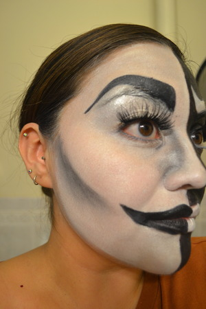 Here is the comic side of my easy Halloween look!  www.beautywithatwistblog.com