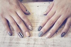 STRIPEY NAIL ART www.kakabeautyblog.com
