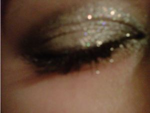 Sparkly, glitter-y black and silver look...if you havn't noticed lol I love dark eyes..<3 especially silver and black<333