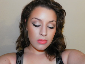 Recently purchased some glosses and liners from MAC from the Tour de Fabulous collection and wanted to use some of them, so in this pic I'm wearing Tour de Fabulous lipglass and Lasting Sensation liner :-)