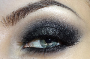 NEW VIDEO: http://www.youtube.com/watch?v=kJA-xk4oYiM  List of products used: http://www.staceymakeup.com/2012/09/smoky-eyes.html  Hope you enjoy it! ♥