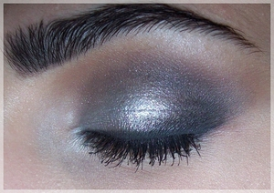 A makeup look I did on my Sisi using silver, a color i never use :D