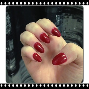 Red stiletto 💅 Gelaxy colour Poppi #181 (red is a little bid darker than on the picture)