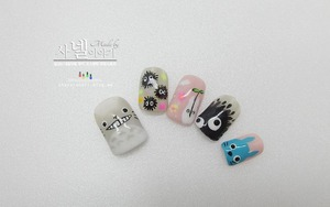 I had a cute little Totoro on my nails :D Why don't you share this? simple check it at http://saranail.blogspot.kr :D