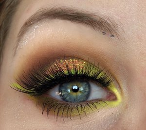 A change up from all the darker makeup looks I've been doing! Happy Monday :) XOXO http://theyeballqueen.blogspot.com/2017/01/neon-yellow-glittery-coral-smokey-eye.html