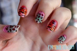 More info: http://enmibolso.com/2013/01/15/manicura-degradado-print-animal/