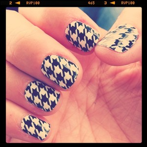 Sally Hansen Houndstooth Nail Strips