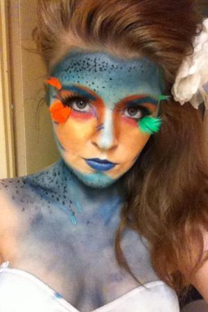 Just a quick mermaid look, using only eyeshadows, eyelashes and black liquid eyeliner :)