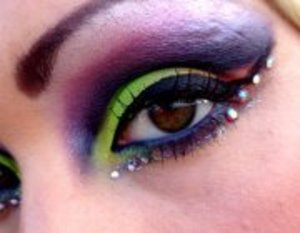 a neon cut crease using the sleek acid palette from idivine and lashes from eyelure
