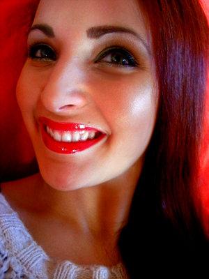 http://makeupfrwomen.blogspot.com/2011/12/circus-look.html