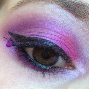 I felt like some bright pinky purple thing going on, so I played around with Inglot and Sugarpill for a simple but fun look!