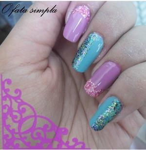 http://o-fata-simpla.blogspot.ro/2013/06/challenge-20-glitter.html