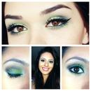 Bright green smokey eye