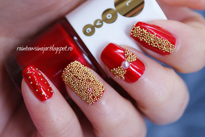More photos here: http://rainbowsinajar.blogspot.ro/2012/11/caviar-manicure-first-attempt.html