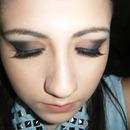 Smokey eye + fake lashes