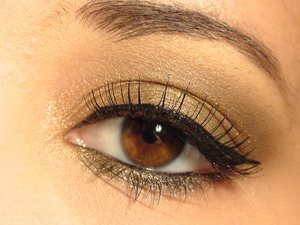 Easy look using Too Faced Natural at night Palette.