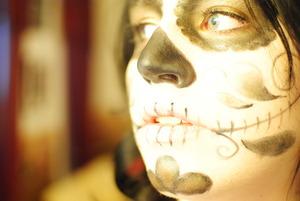 Sugar Skull Makeup http://amazaballs.blogspot.com/2011/10/sugar-skullday-of-dead-halloween-look.html