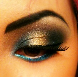 Fun makeup on myself(: