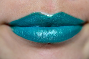 Sleek's Pout Paint, Peek-a-bloo mixed with Sugarpill's Absinthe. hm what do you think?