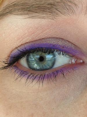Shany purple eyeliner