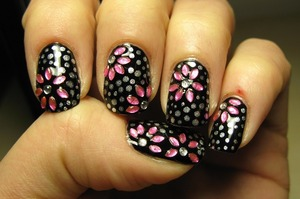 Flowers and silver dots on a black base today ^_^
