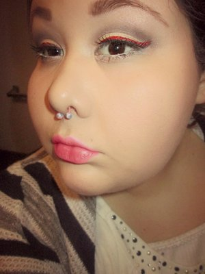 Simple eye with a red glitter liner.