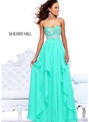 I want that dress omg its so pretty