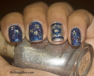 My first Hanukkah inspired nails. For more info visit my blog: http://www.bellezzabee.com/2012/12/happy-hanukkah-nail-art.html