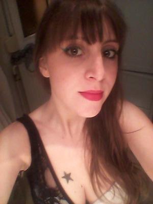sparkled green Make up for ever eye liner, powder foundation Make up for Ever, Mac lipstick