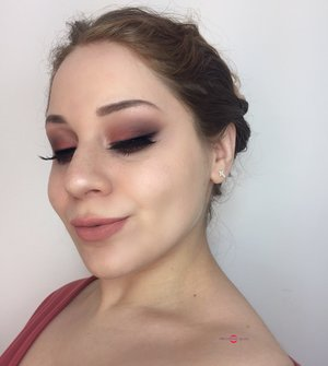 PEACH PLEASE! First Valentine's Day look of the season cuties!!! http://theyeballqueen.blogspot.com/2017/01/valentines-day-peachy-smokey-eye-makeup.html