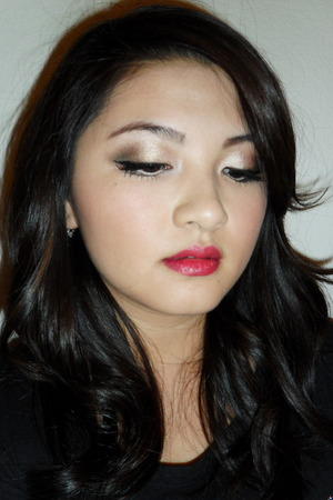 Victoria's Secret/Holiday Inspired look.