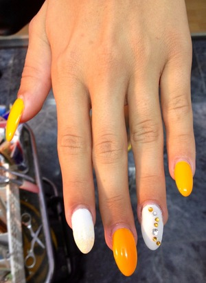 My moms bling mango-ish nail Work ;)
