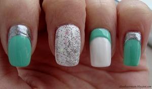 Tutorial on : http://claudiacernean.blogspot.ro/2013/01/unghii-ruffian-ruffian-nails.html