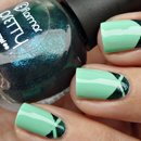Triple Triangl nail art