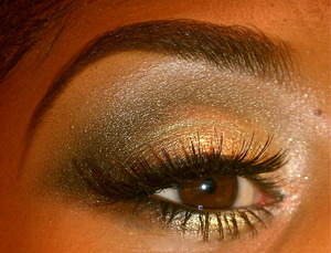 Dramatic Gold smoky eye