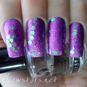For more info on how to achieve this look please visit http://glowstars.net/lacquer-obsession/2012/09/30-days-of-untrieds-glitter