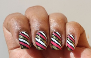 Side Stripes http://www.bellezzabee.com/2012/09/nail-challenge-day-12-side-stripes.html