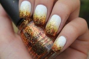 Cute glittery nails :)