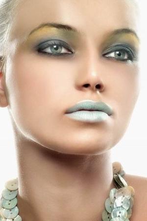 green eyeshadow, black eyeliner, colorful lip