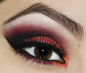 Black and Red smokey eye http://www.xoxoalexisleigh.com/2013/01/hey-guys-other-night-i-was-looking-at.html