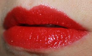 Milani Haute Flash Full Coverage Shimmer Lipgloss In Hot Flash