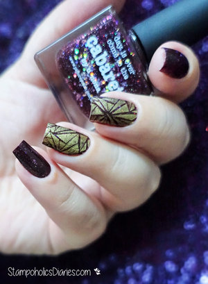 http://stampoholicsdiaries.com/2016/01/03/happy-new-year-2016-with-picture-polish-mundo-de-unas-and-marianne-nails/