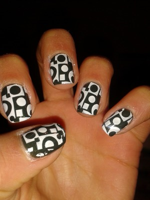 I made this nails with the Konad stamp set. It is really easy and I like it very much :)